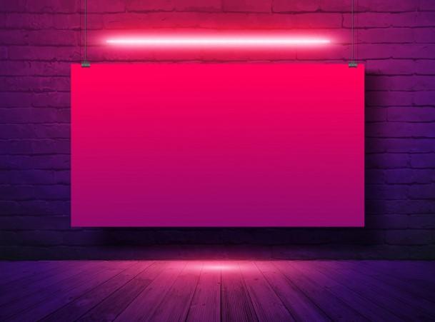 download-000975-ap-phich-quang-cao-vector-mockup-banner-treo-tren-nen-tuong-gach-den-neon-free-vector